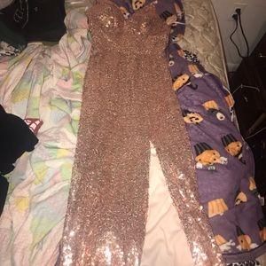 Dresses & Skirts - Strapless sweetheart neckline sequin dress. Size 1